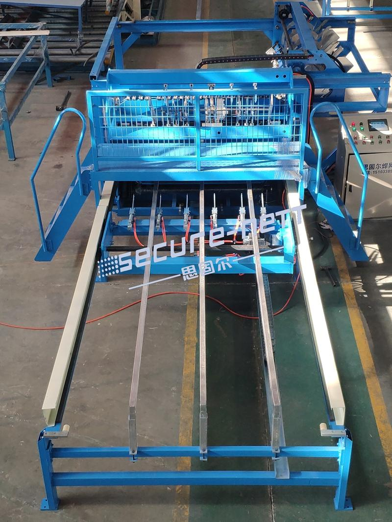 Automatic welded mesh panel machine to make fence 3