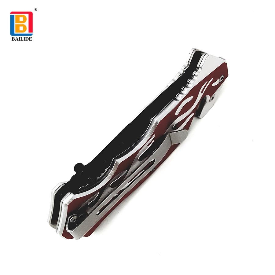 不锈钢折叠刀带有锯齿刀片 7