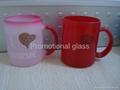 11oz red change colour glass mug with handle 2