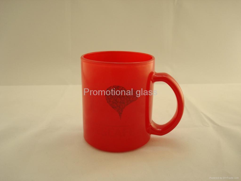 11oz red change colour glass mug with handle 4