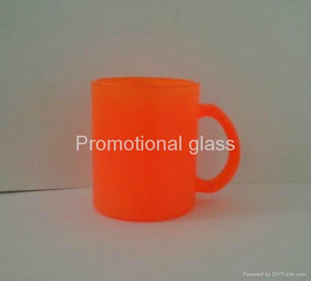 11OZ Sprayed  glass mug with handle 3