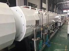 康潤機械PE-2000系列真空定徑法保溫管生產線