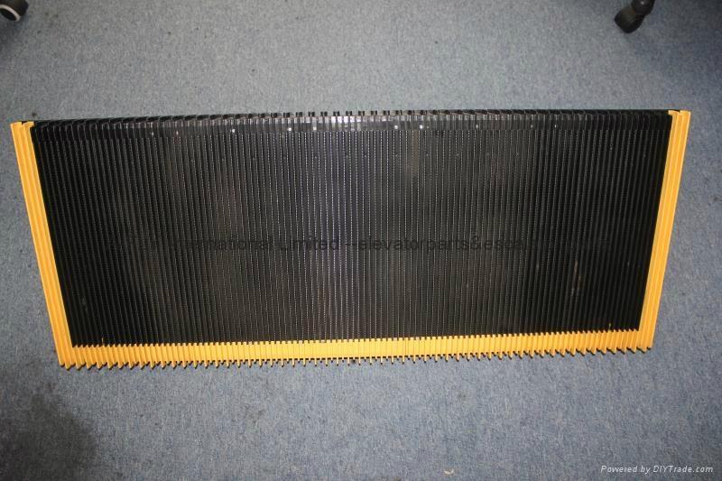 Escalator Step for Mitsubishi Escalator 1000MM 35 Degree With Yellow Demarcation 1