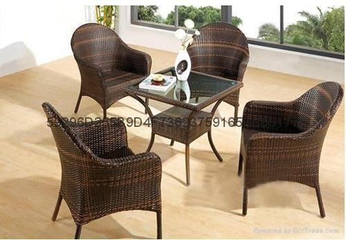 供庭院藤编桌椅 2