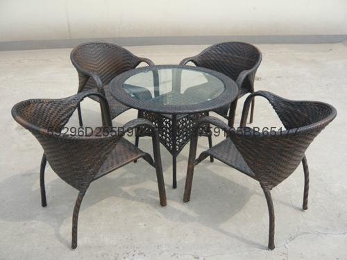 供庭院藤编桌椅 4