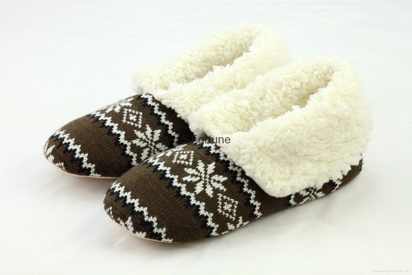 ladies sheep embroidery fuzzy sherpa and print sole slipper  3