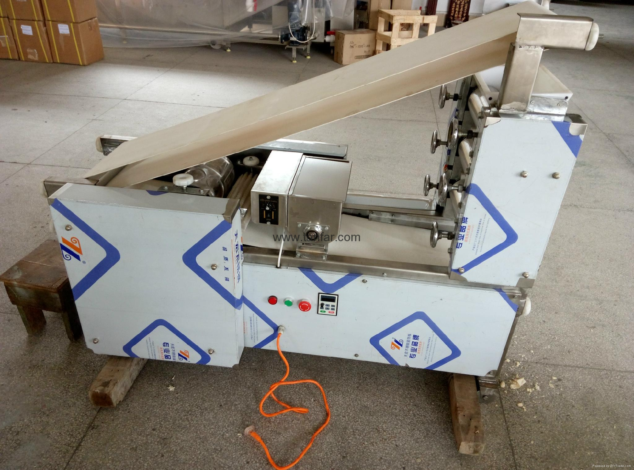 Small Size Dumpling Making Machine 18