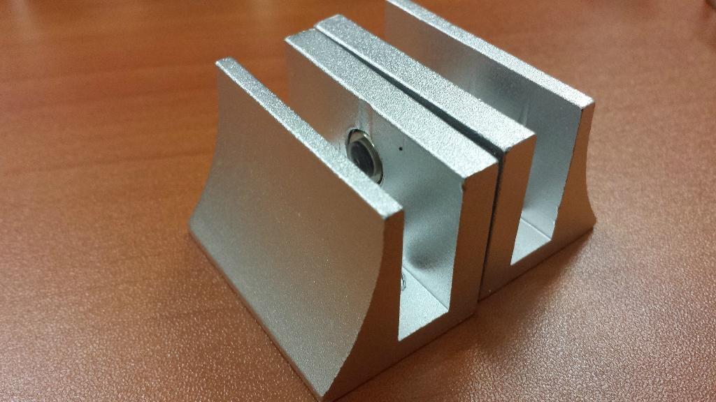 aluminium glass clip 1