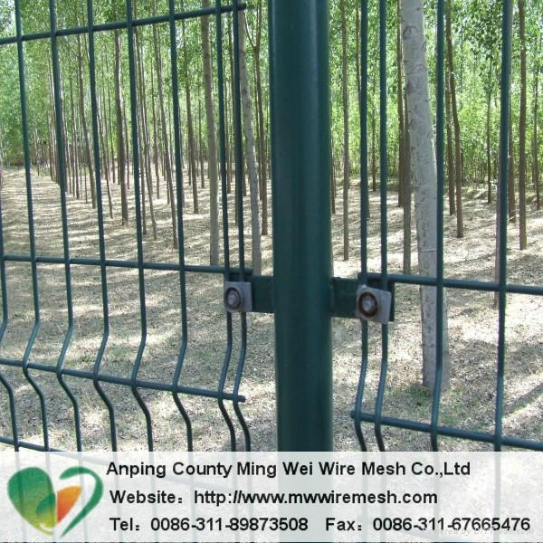 ga  anized pvc coated curvy welded wire mesh fencing 2
