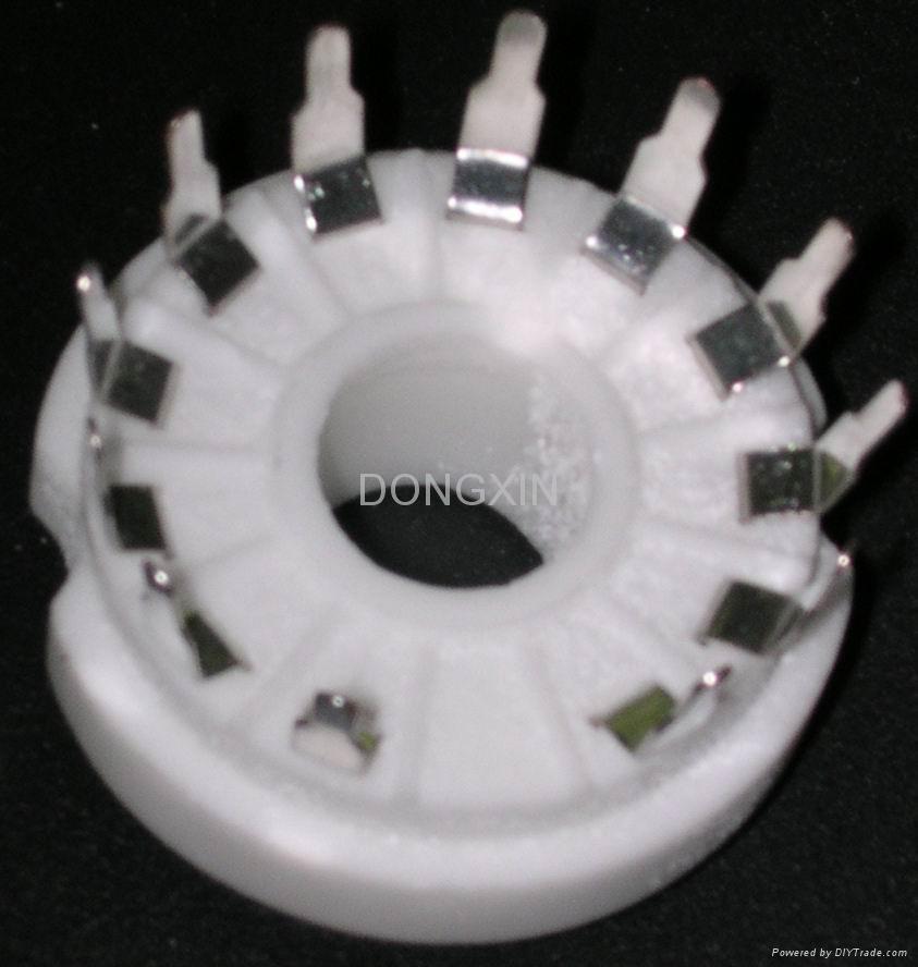 GZC12-Y型瓷质十二脚管座 1
