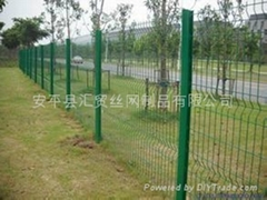圍牆鐵絲網