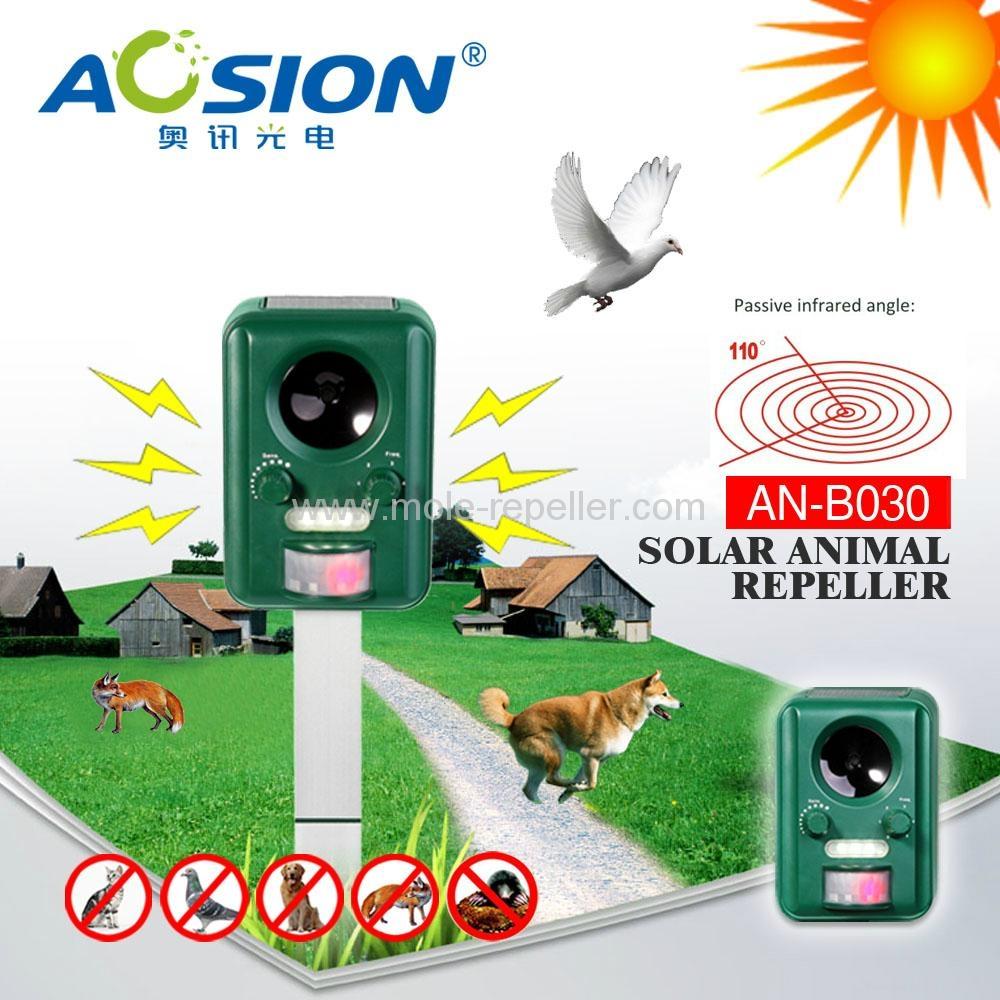 2015 hot sale motion active solar animal bird deterrent  1