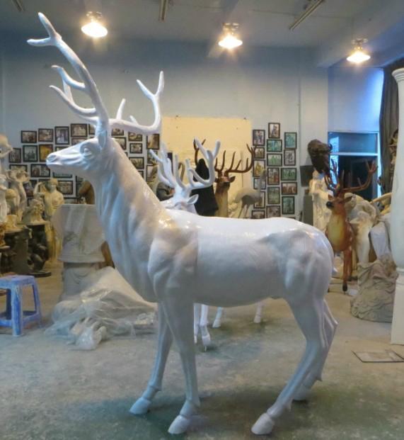 亮光欢驯鹿动物雕塑摆件