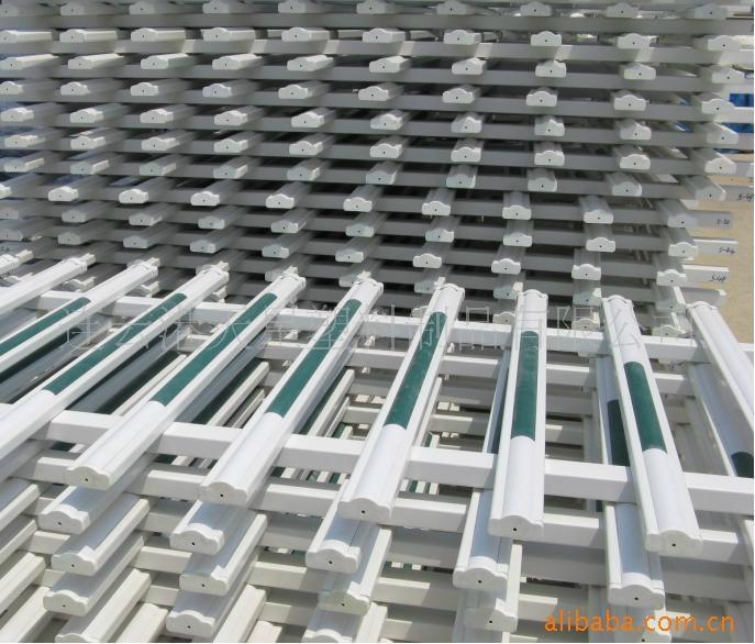 阿坝木纹色PVC塑钢栏杆 2