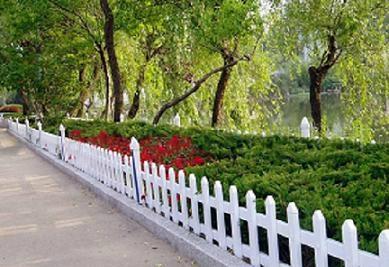 四川成都草坪塑胶栏杆 3