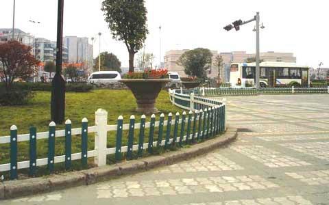 成都都江堰PVC草坪护栏 3