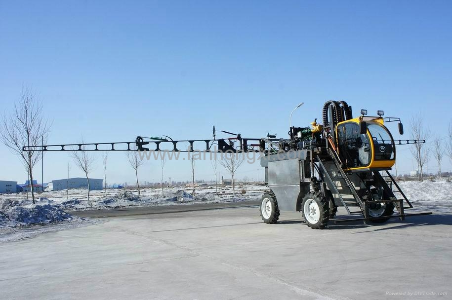 High clearance self propelled type boom sprayer 3WZ-1500D