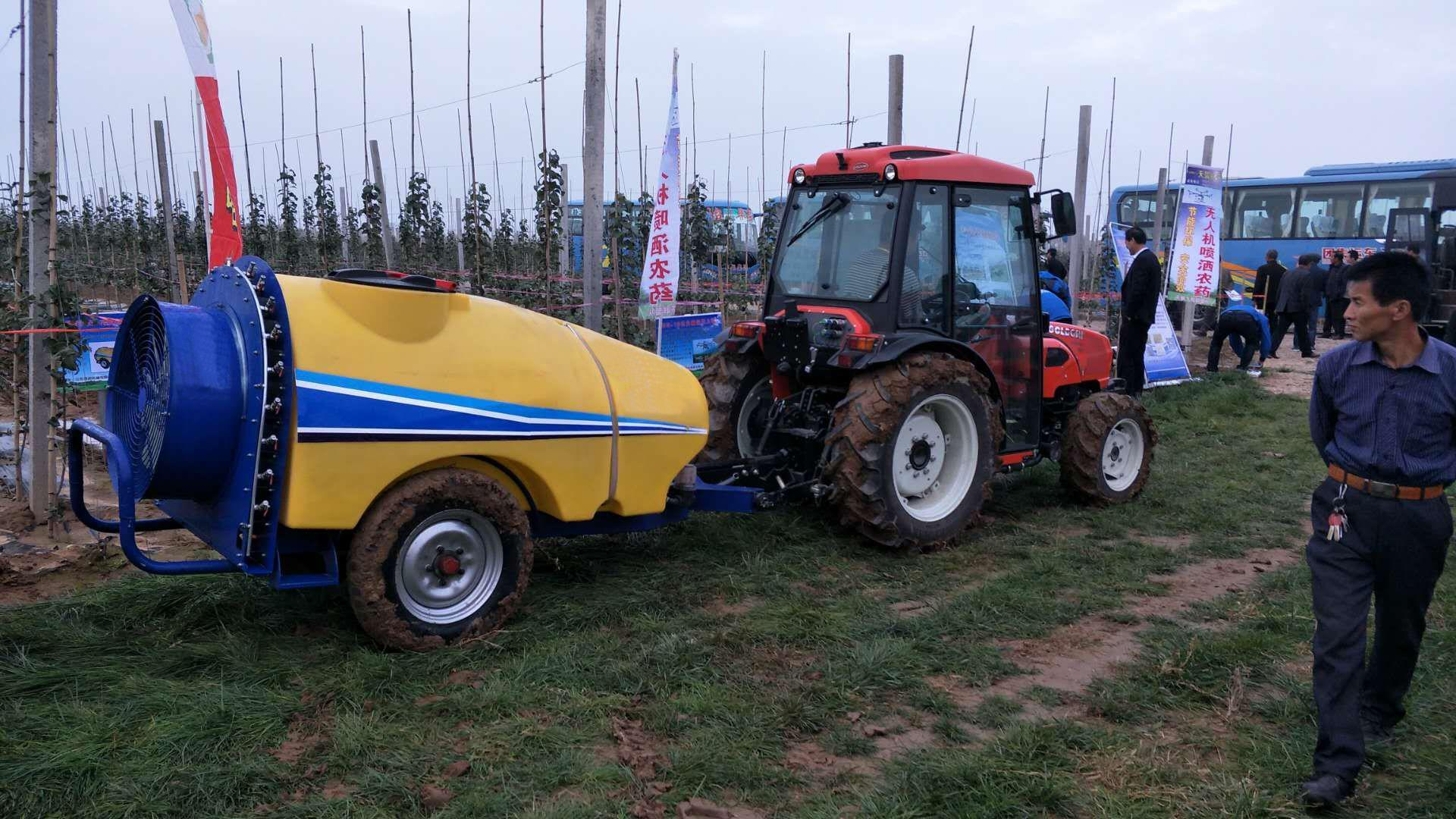 1300L pull type air-blast sprayer 1