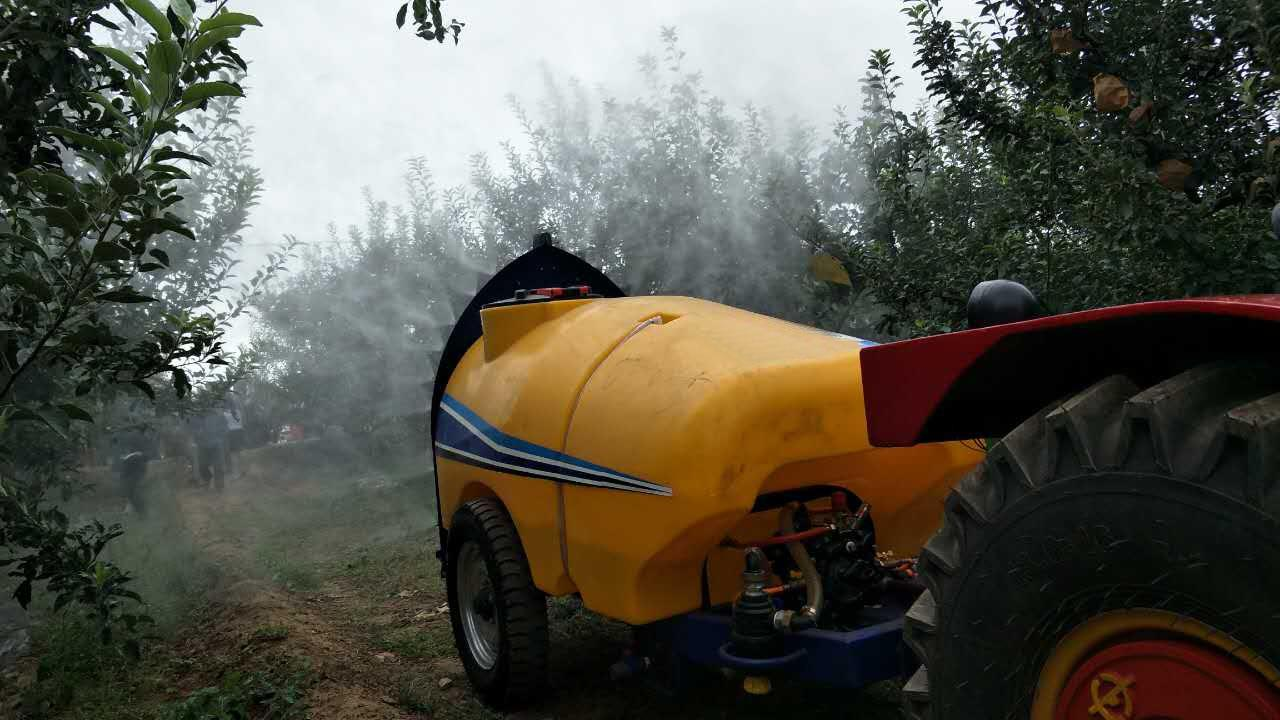 1300L pull type air-blast sprayer 3