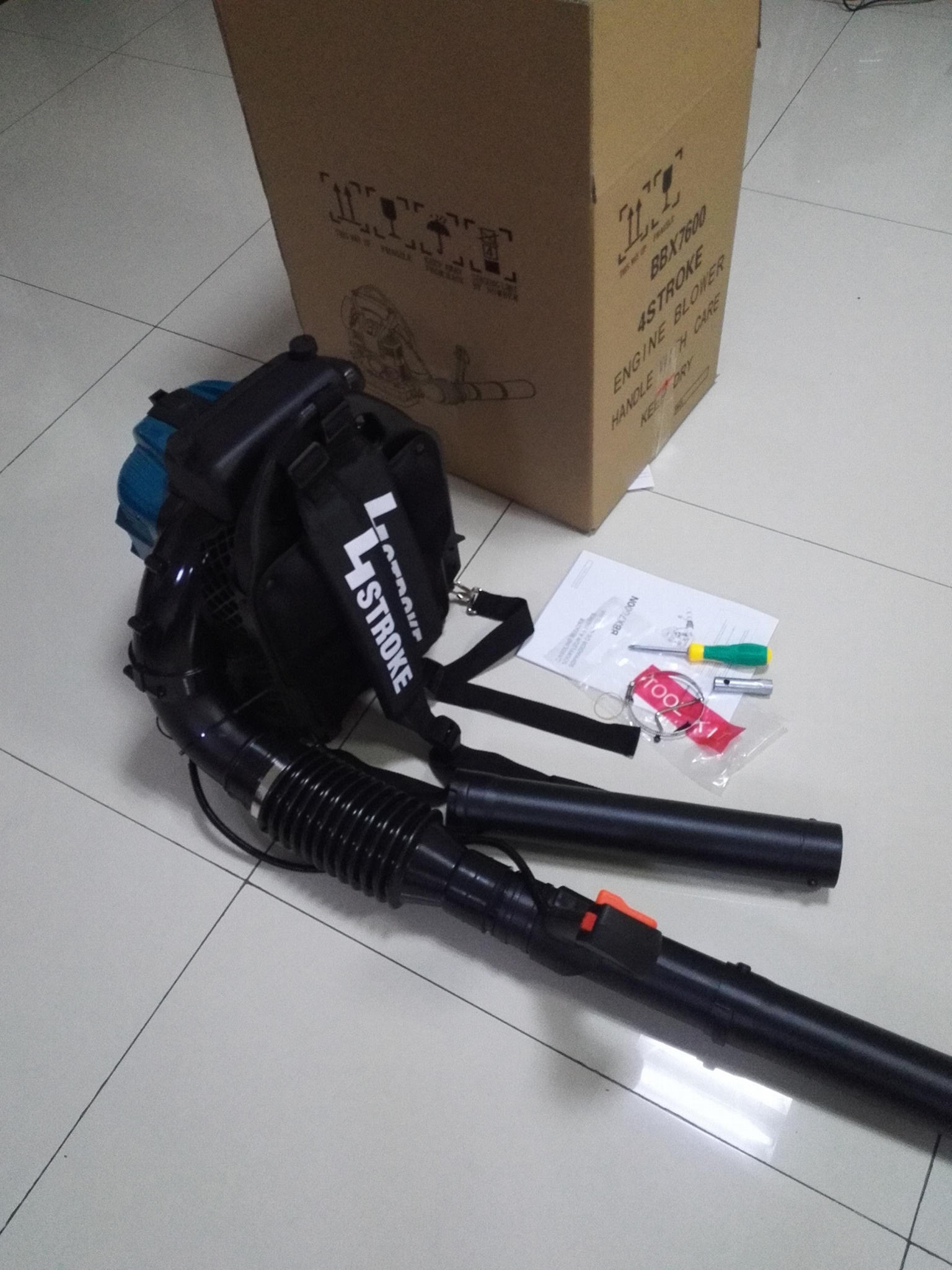 large wind 4-stroke  Back-pack gasoline blower BBX7600 4