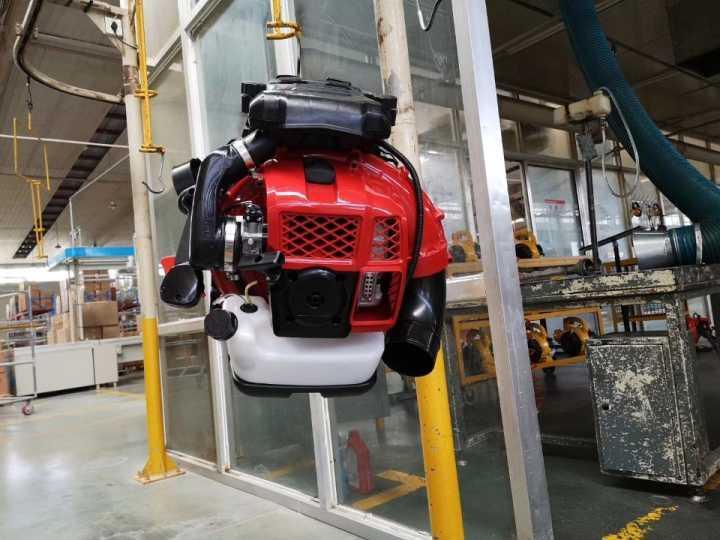 large wind Euro V 2-stroke air-cooled backpack engine blower 3