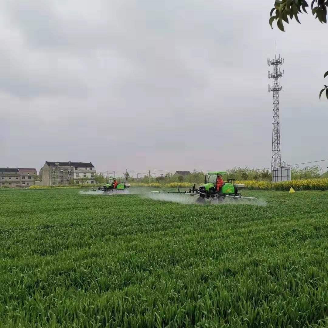 Self-propelled spray boom sprayer   9