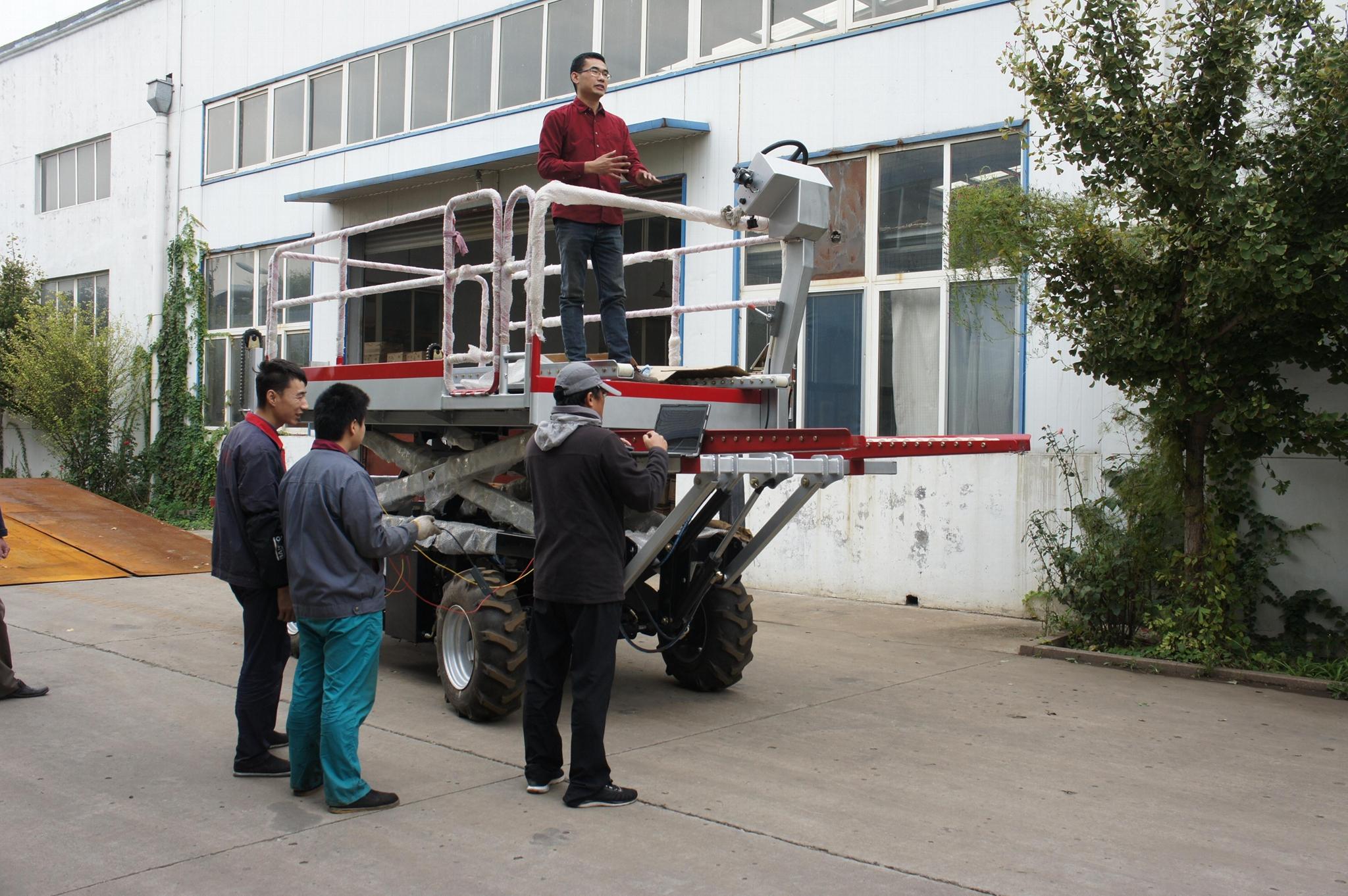 履帶自走式果園昇降平台車 2