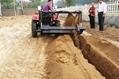 农用拖拉机带动开沟回填机 5