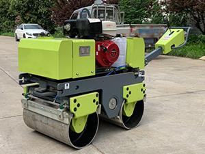 小型乘騎式座椅式壓路機 6