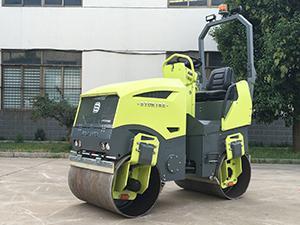 小型乘騎式座椅式壓路機 7