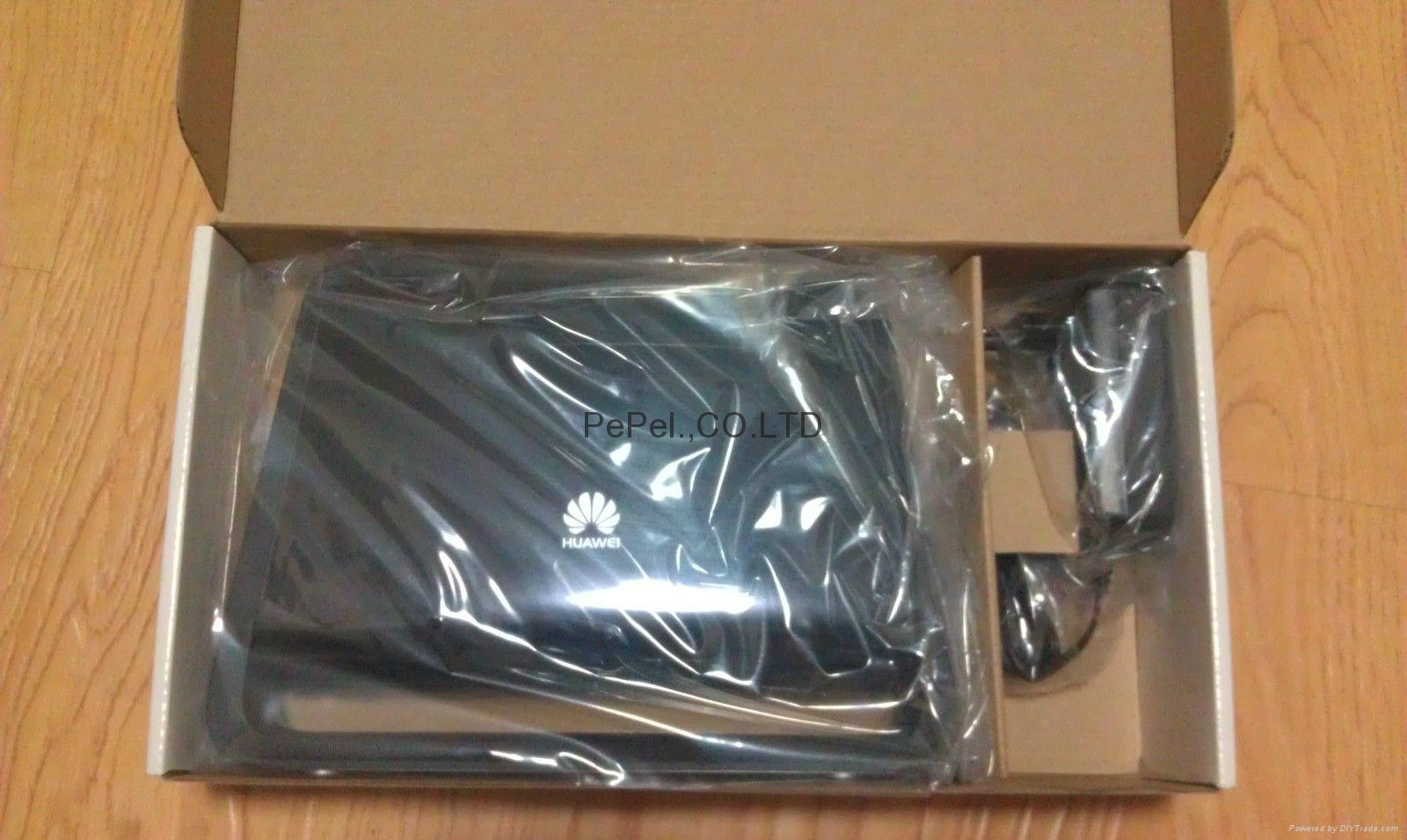 Huawei B890-66 4G LTE CPE Wireless  Router 1