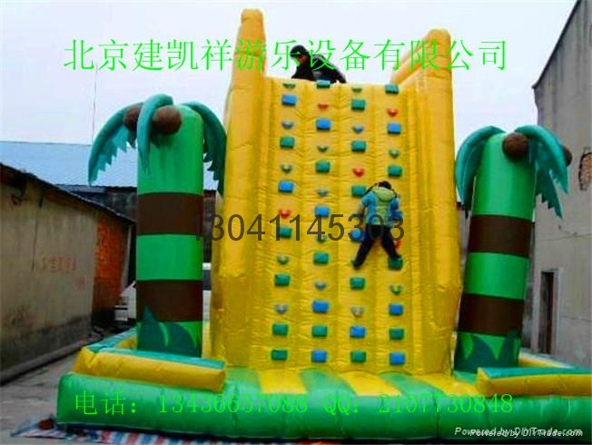 Children's inflatable climbing wall in the castle 4