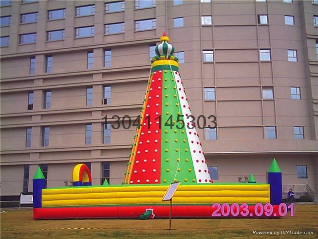 Children's inflatable climbing wall in the castle 5