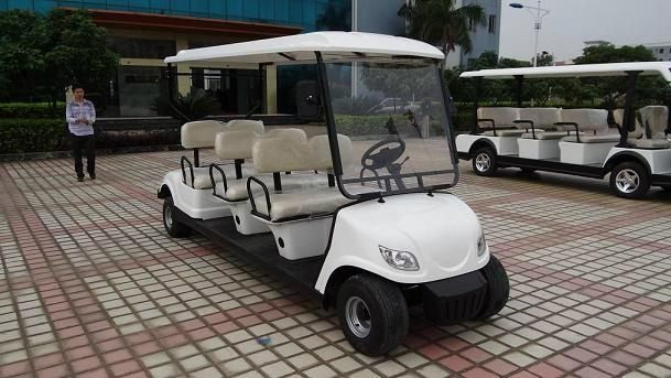 精致小巧电动高尔夫球车 2