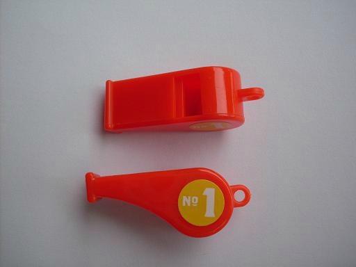塑料环保6字形裁判口哨。 1