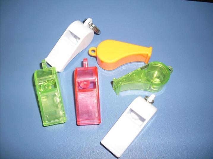 塑料环保6字形裁判口哨。 5