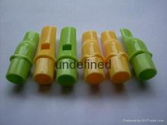 塑料玩具用直笛子形口哨。