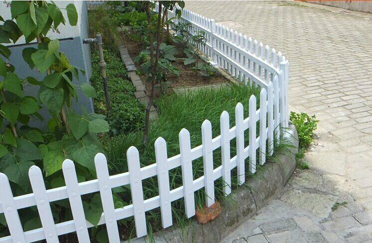 上海PVC塑钢草坪护栏 2