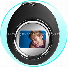 "1.5"" digital photo frame with key ring"