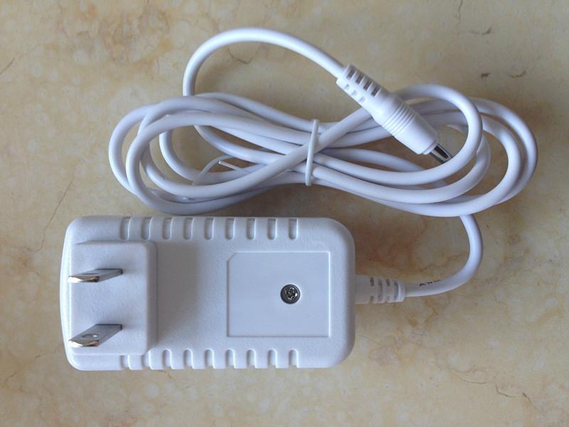 12V1A 電源適配器 1