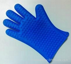 Silicone insulated gloves
