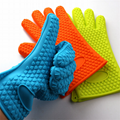 Heat resistant microwave oven silicone gloves