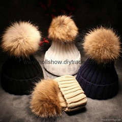 Hot Selling Plain Knitted Women Winter Real Racoon Fur Pom Pom Beanie Hat Cap