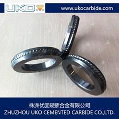 Tungsten carbide wire reinforcing roll