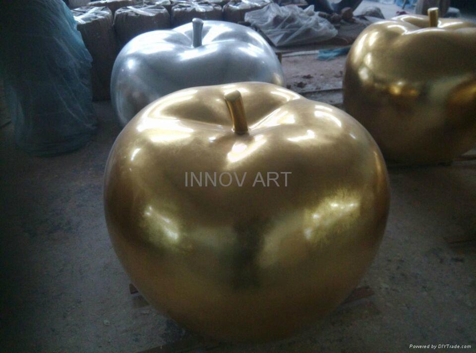 Gilding gold-colored foil leaf sculpture in resin 1