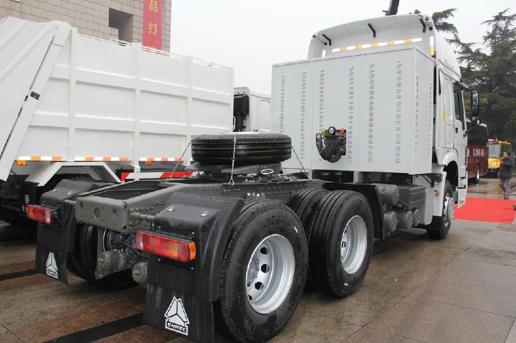 SINOTRUK HOWO 6X4 Tractor Truck for sale 3