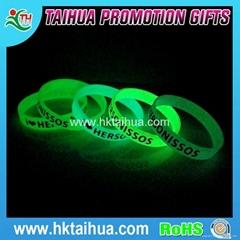 Hot Custom Fashion Glow in Dark Bracelet Wristband