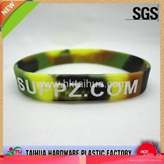 fashion Embossed printing silicone bracelet
