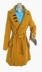 黄色长袖翻领呢子风衣