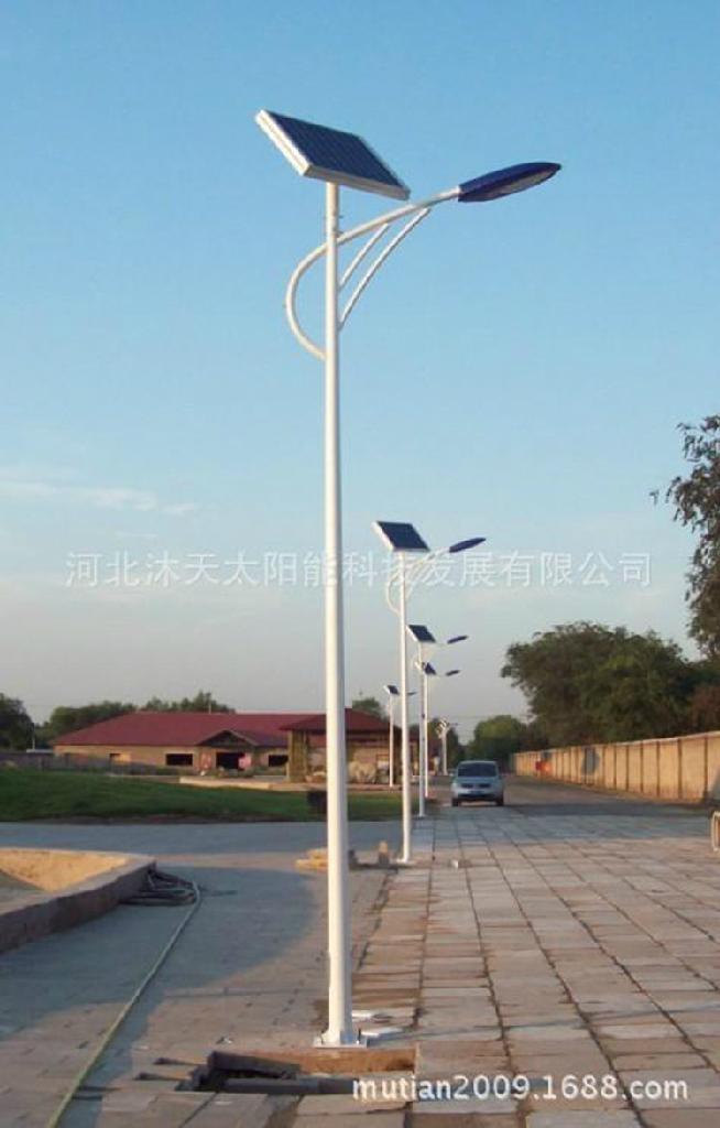 LED太阳能路灯 1